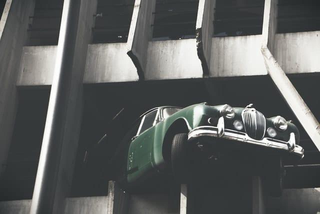 ประกันรถยนต์ กับ พรบ ต่างกันอย่างไร